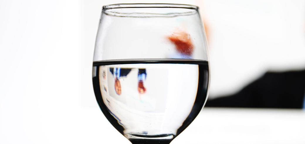 combien faut il boire d 39 eau par jour eau. Black Bedroom Furniture Sets. Home Design Ideas